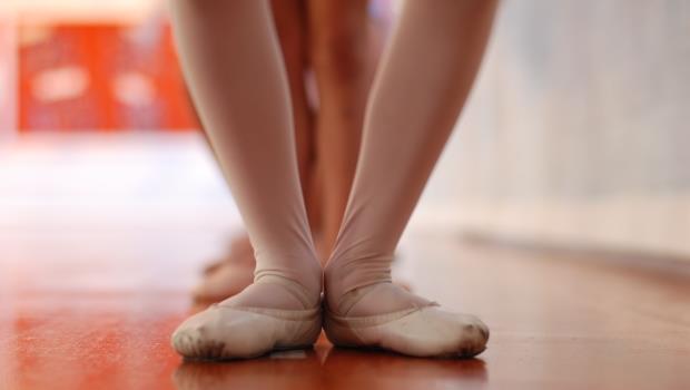 大腿好粗怎麼辦?最適合瘦腿的「鑽石姿勢」,一天1分鐘讓你找回纖細美腿
