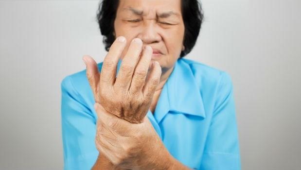 難道是中風?經常手麻、腳麻的人一定要看!這是4種疾病的前兆