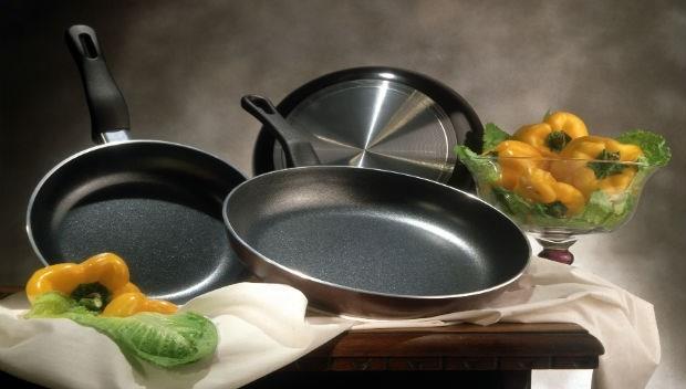 用什麼鍋煮湯,決定你喝進什麼!銅鍋、鐵鍋...顏宗海醫師教你6種鍋具安心用法