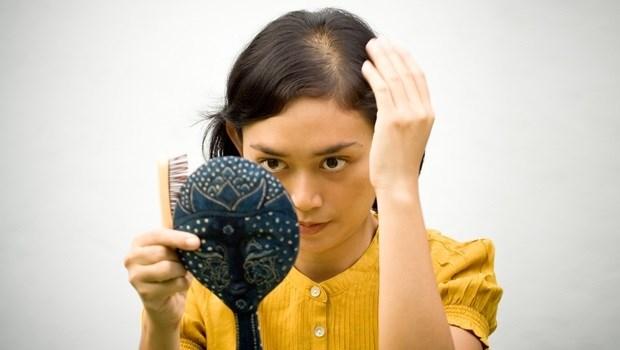 秋天白頭髮特別多?快戒掉!讓你白髮長不停的4個壞習慣
