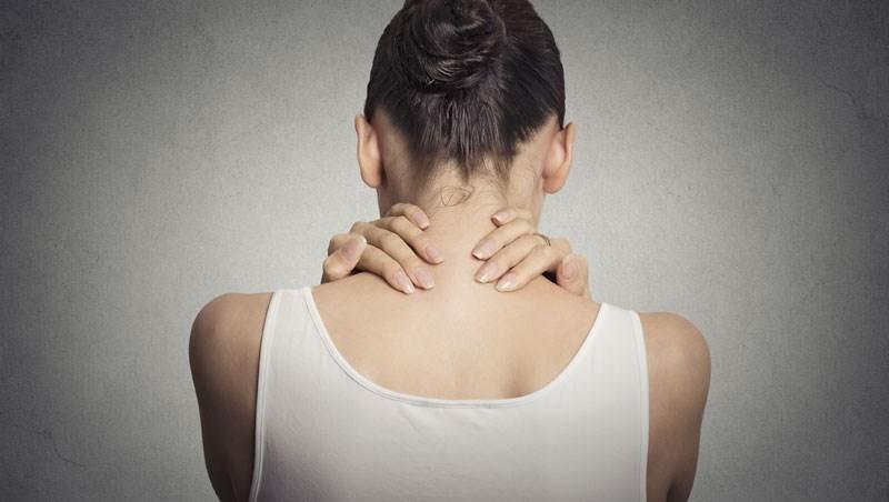 靠牆站時後腦勺碰不到牆,就是骨鬆拉警報!做骨密度檢測前,你該知道的3件事/
