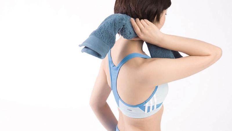 睡前3分鐘就有感!日本整脊權威傳授:一條「打結毛巾」根治痠痛,肩頸僵硬全都消除了