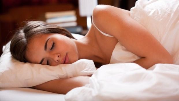 別急著吃安眠藥!物理治療師獨門「脊椎放鬆術」,矯正歪斜讓你自然放鬆好入眠