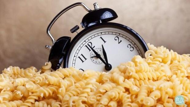 晚上7點還沒吃晚餐?減肥就是這樣失敗的!三餐不定時,吃得再健康也會胖