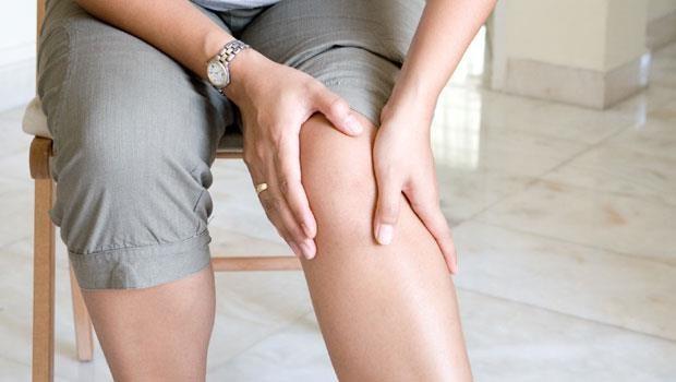 不吃藥免開刀!日本膝蓋矯正名醫:一天一分鐘伸展操,99%膝痛自然好