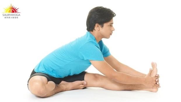 一做就有感~坐著前彎30秒,燃燒深層脂肪、輕鬆瘦下半身!