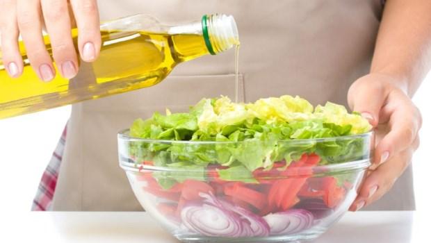 茶油、玄米油、亞麻仁油....5種健康烹調用油,哪一種最好?營養師的答案是...