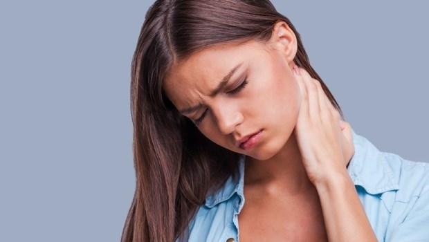 腰酸背痛有時是因為筋膜緊!復健科醫師推薦一個動作,消脹氣、排宿便、緩疼痛