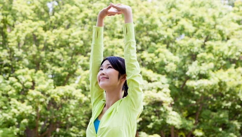 這樣伸展「肩胛骨」,比肌肉更燃脂!一個動作30秒,提升代謝、養成易瘦體質
