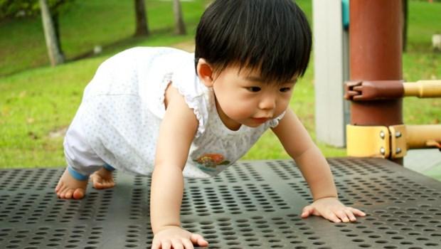 出來爬,遲早要摔的…小兒科醫師解惑:寶寶撞到頭,要馬上就醫的7種狀況