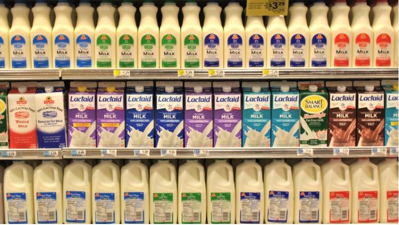 脫脂/低脂牛乳才會讓青春痘惡化!喝「全脂牛奶」比「低脂牛奶」更健康的3個原因