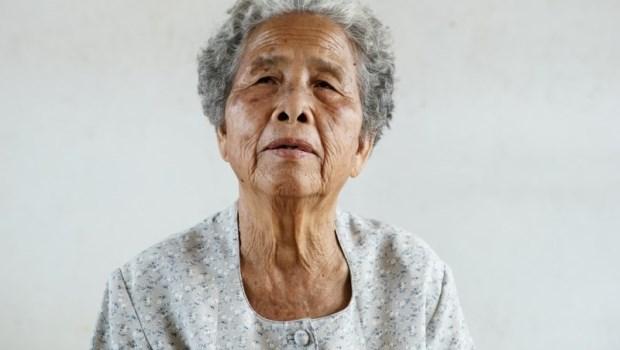 失智阿嬤一路狂奔說我是壞女人...居服員:我幫不了阿嬤什麼,卻能讓她的家人短暫喘息
