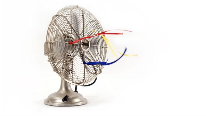 善用「空氣對流法」!一座電風扇只要擺對地方,除濕效果比除濕機更好