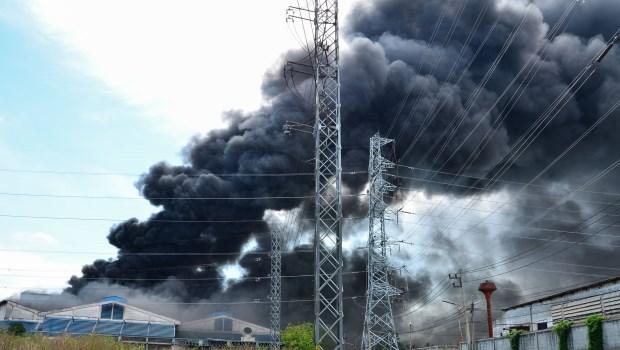 半年4場大火,輪胎塑膠毒煙壟罩全台...重症醫師:大家可以想想,為何台灣這麼多人罹癌