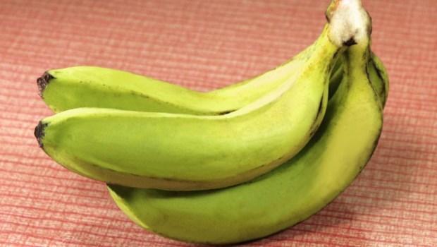 青香蕉比黃香蕉更好!身體發炎,癌症、失智都來了...25歲後,吃對4種食物擊退自由基