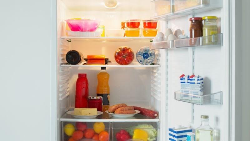 別讓冰箱變「細菌培養皿」!製冰盒長年不洗,竟是最佳溫床...防毒博士傳授4大冰箱清潔術