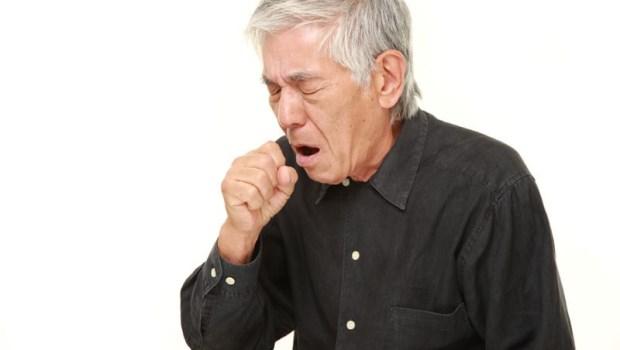心肌梗塞「大力咳嗽」能自救?錯!心臟外科醫師:10秒內做這3件事,才是你活命的最大機會
