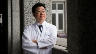 大咖教授「一句話都不講」,看完200多個病人...第一名大腸直腸外科醫師嘆:名醫很少是良醫