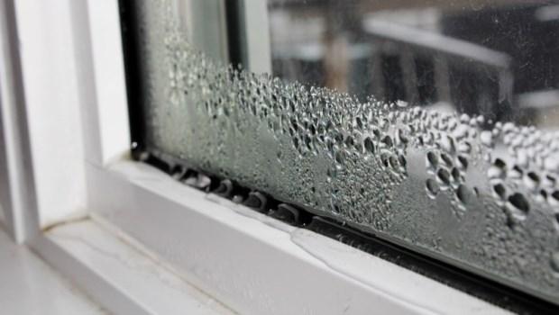 颱風肆虐,窗戶不斷在漏水該怎麼辦?專家眼中最好的應急工具是...