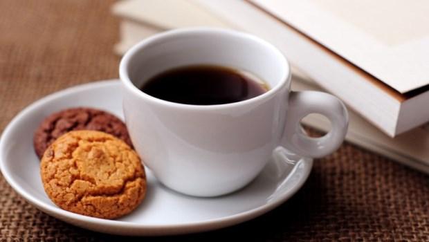 1天4杯黑咖啡,30歲骨頭像老人?營養師破解7迷思:喝咖啡不會骨質疏鬆症!
