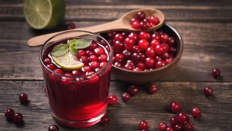 預防泌尿道感染,不用花大錢買濃縮蔓越莓汁!醫師:重點在原花青素,酪梨、花生這些食物都有/