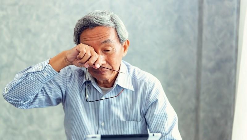 易喘、疲倦...爸媽這些症狀,可能不只是老化!心臟醫師:4徵兆檢查「心臟衰竭」