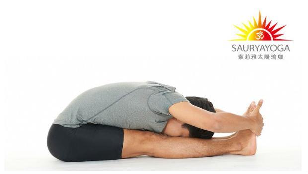 超簡單瑜珈!每天「前彎」1分鐘,提升柔軟度、按摩內臟、便秘也消失了