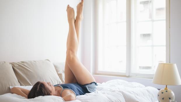可怕!水腫就是脂肪堆積的開始...1分鐘睡前「抖腿運動」讓你終結水腫惡夢