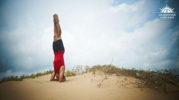 瑜珈動作之王!增加大腦氧氣、排出下半身多餘體液...每天「倒立」3分鐘的6大好處