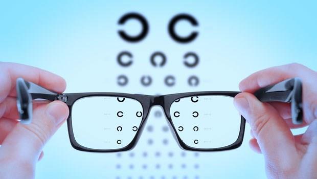 「躺著看電視會加重散光?」多數人都答錯!7個問題測出你的視力保健知識