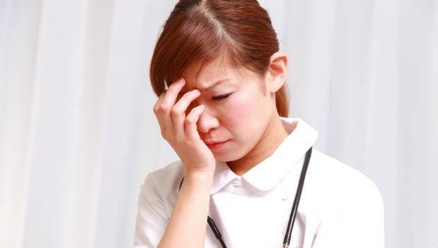 護士有這麼不值嗎?病人拿錯藥,明明是醫師的責任,為什麼下跪道歉的是護士?
