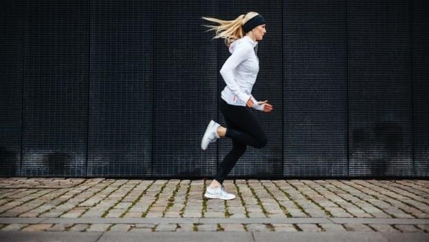 跑步老是傷到腿?都是你的屁股不夠力!健身教練教你一個動作練「臀肌力」