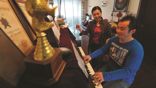 罹患自閉症、拿到音樂學院獎學金的鋼琴天才,母親最後卻拒絕讓他出國成名的原因是…
