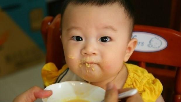 讓身體學會跟過敏原共處!小兒科醫師:提早讓寶寶吃副食品,更能預防過敏