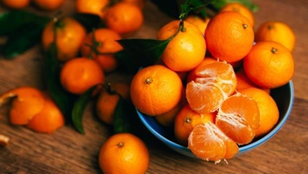 99%的人都不知道:換個方向放,就能讓橘子更保鮮