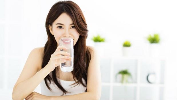 「嘴巴乾不乾、想喝冷水還是熱水?」從口渴看出你身體的健康狀態