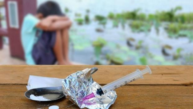 預防下一個孩子受害》台灣人還停留在「吸毒就該被抓去關」,英國卻發1000元給吸毒者上課