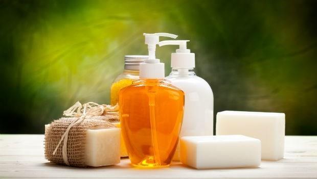 塊狀肥皂vs沐浴乳,哪個好?台大化工博士告訴你真相是...