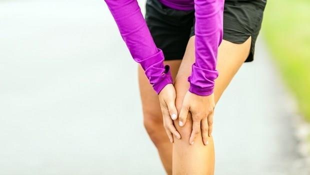 跑步姿勢錯,膝蓋不受傷也難!一個方法,用跳繩就能迅速改善