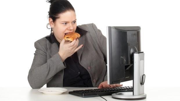 明明超努力體重卻下不來...快看看「3個上班族最常有的壞習慣」,你中了幾個?