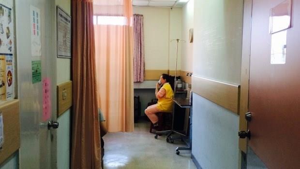 太害怕被騙,我們甚至失去了同情心....一個醫院裡「賣麵包小女孩」的故事
