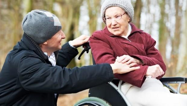 吳若權陪伴中風母親20年的體悟:尊重每一位生病的老人,都有不快樂的權利