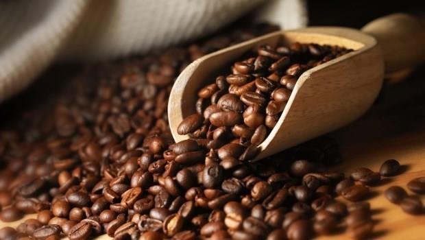 咖啡豆放冰箱能避免發霉?自己買豆回家煮咖啡,千萬別做的三件事