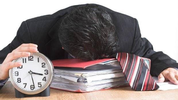 不得不熬夜的人必看:這5個時間點「小睡10分鐘」,工作更有效率