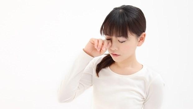 電腦手機用太多,害你的眼睛又酸又累?眼科醫師教你按「手指頭」改善