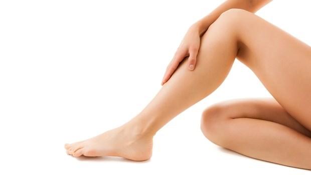 側坐、翹腳都容易變O型腿!每天「半蹲」1分鐘,就能讓腿變得又長又直