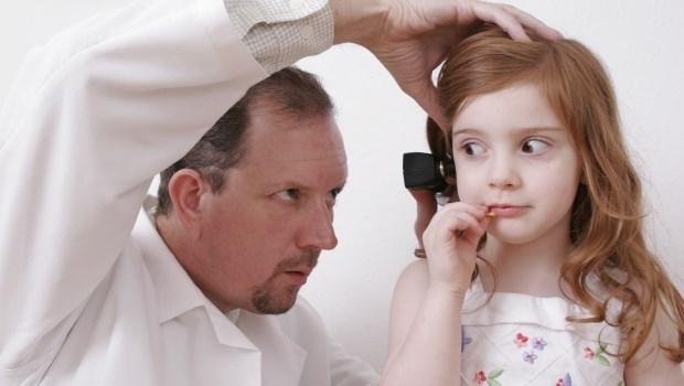 耳屎不能亂挖、水進耳朵不會害你中耳炎...兒科醫師告訴你:耳朵該注意的大小事
