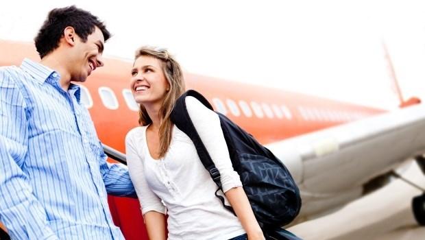 暑假出國旅遊必看!上飛機前做這6個動作,預防水腫象腿、痠痛僵硬