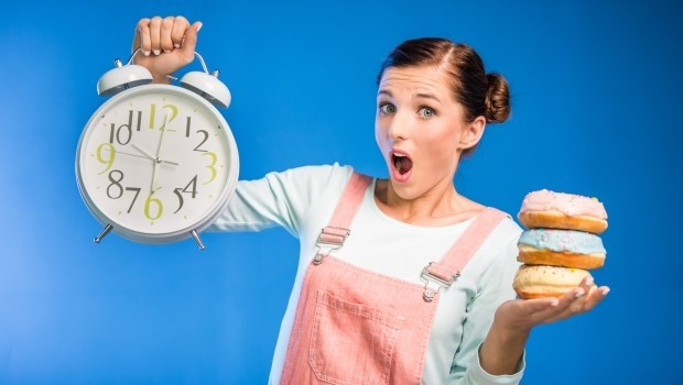 不用忌口、不強迫運動...她靠「8小時減肥法」,兩周甩肉4公斤!