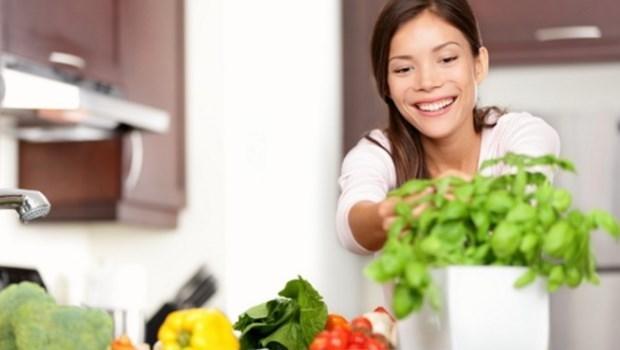 30歲後,你吃進什麼,決定你的長相!預防黑斑、皺紋、成人痘...一次告訴你怎麼吃
